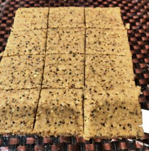 Healthy Crackers With Hummus & Oats