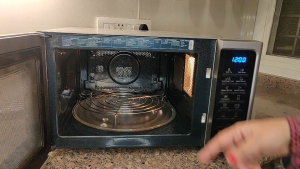 How to bake in microwave